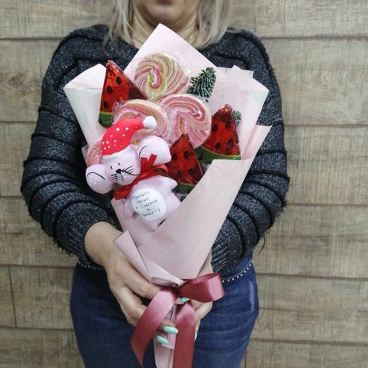 Сладкий комплимент с символом нового года: букеты цветов на заказ Flowwow