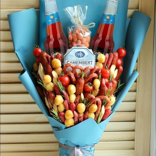Мужской букет в синей упаковке: букеты цветов на заказ Flowwow