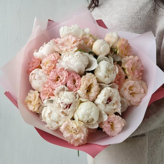 Букет из пионов и эустомы Нежность: букеты цветов на заказ Flowwow