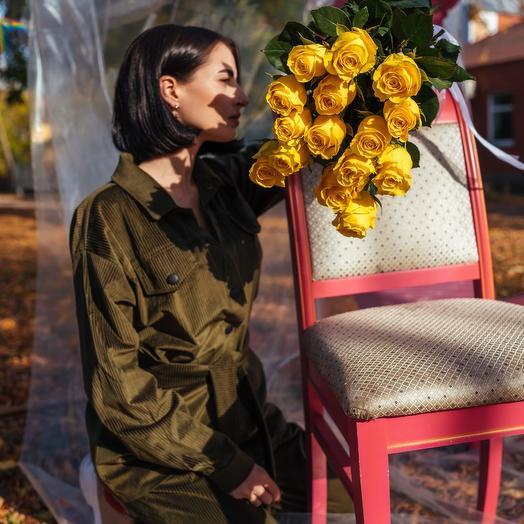Букет из пятнадцати Эквадорских желтых роз