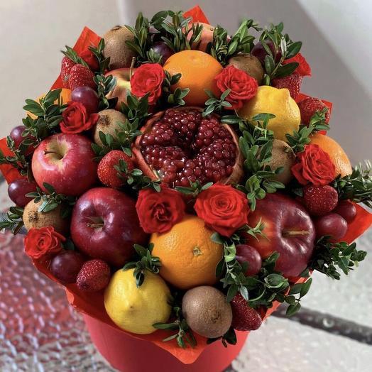 шляпная коробка с фруктами