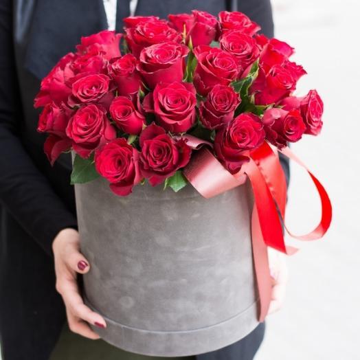 Розы в бархатной коробке
