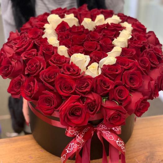 Цветы в коробке «Love is...»