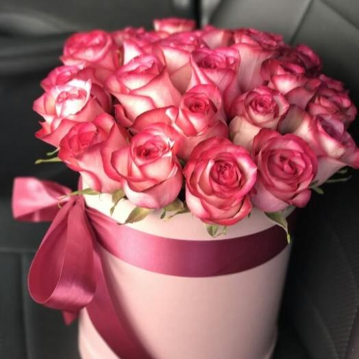 Цилиндр с розами сорта Джумилия