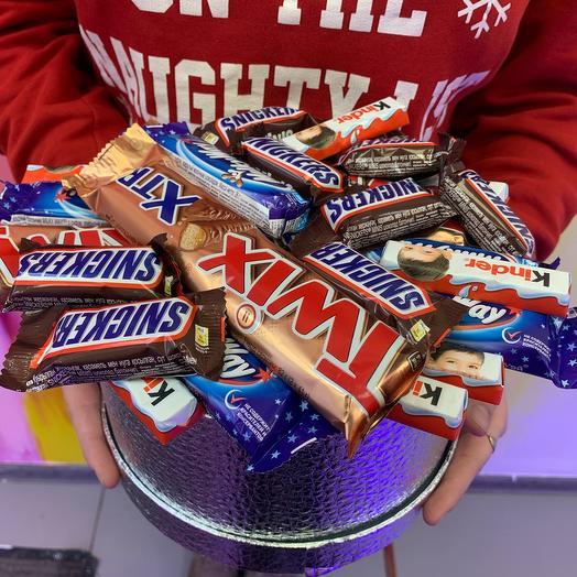 Серебристая коробка с конфетами