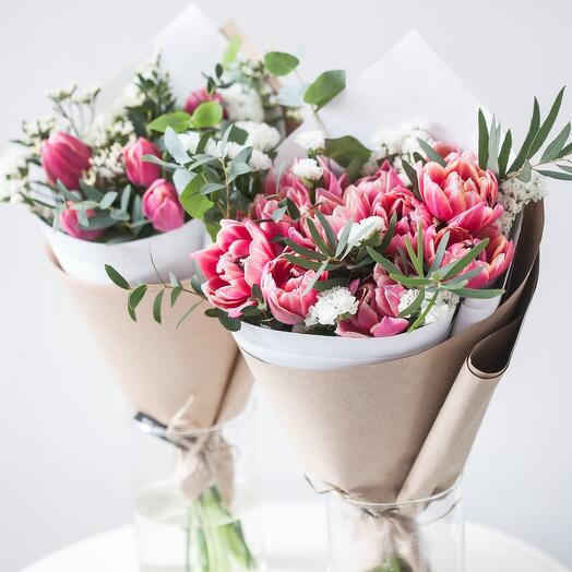 Весенний букет с пионовидными тюльпанами
