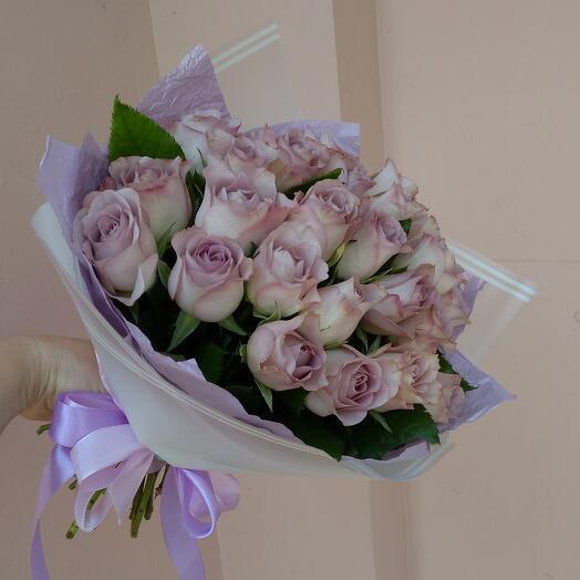 Нежный букет из 25 кенийской Розы