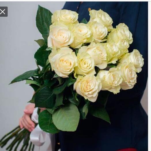 15 белых крупных роз под ленту сорта Мондиал с ароматом