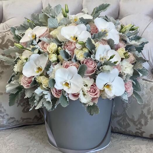 Цветы в коробке Luxury Flowers Жемчужная орхидея