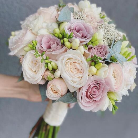 Букет невесты Luxury Flowers Фрезии и Розы