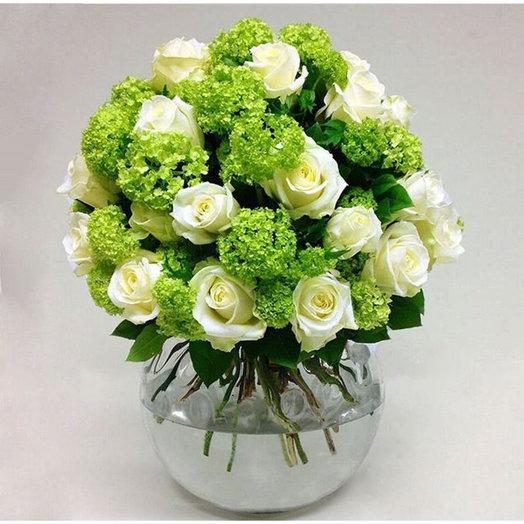 Букет из роз с зеленью: букеты цветов на заказ Flowwow