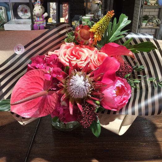 Тропический букет с протеей : букеты цветов на заказ Flowwow