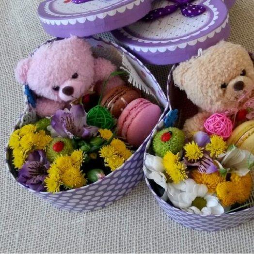 Коробочка с медвеженком: букеты цветов на заказ Flowwow