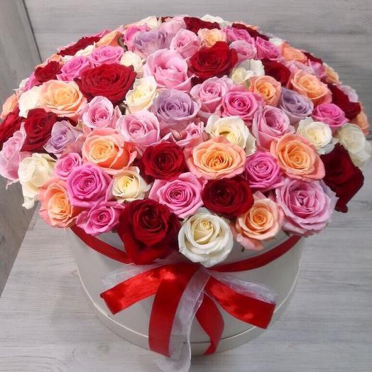 101 Роза Микс в коробке: букеты цветов на заказ Flowwow