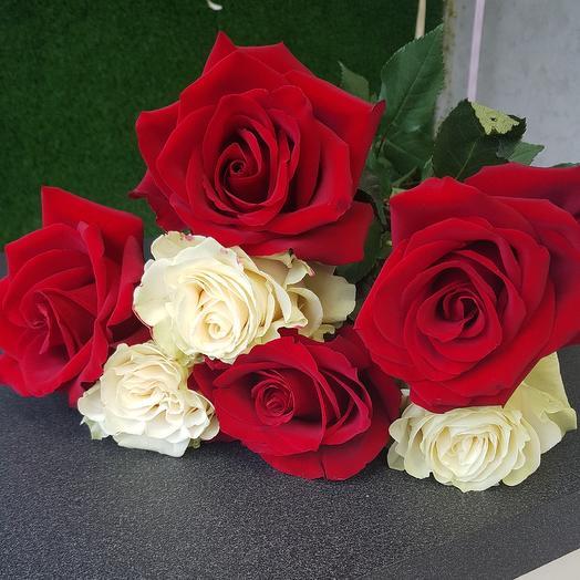 Яркая: букеты цветов на заказ Flowwow