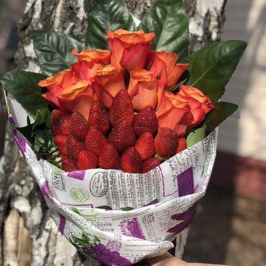 Букет 9 роз и клубника