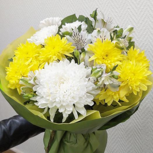 Букет с хризантемой, осенний: букеты цветов на заказ Flowwow