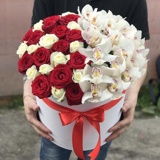 Большая Коробка орхидей и роз: букеты цветов на заказ Flowwow