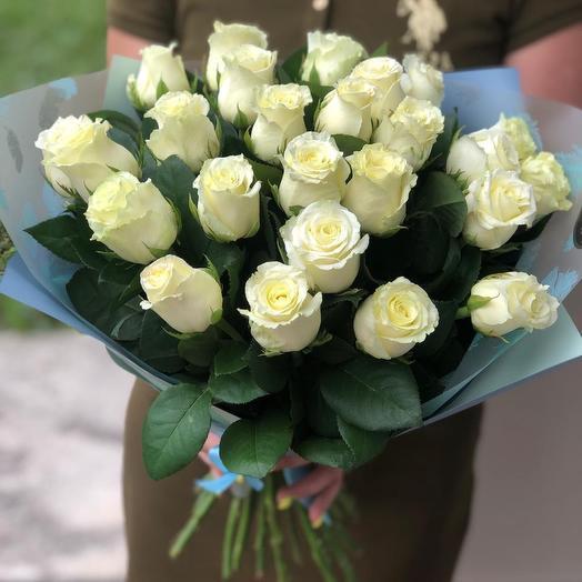 25 роз белоснежных