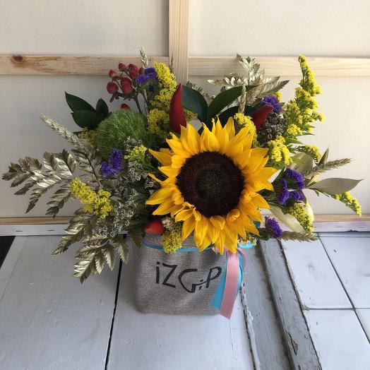 Солнечная композиция в мешочке: букеты цветов на заказ Flowwow