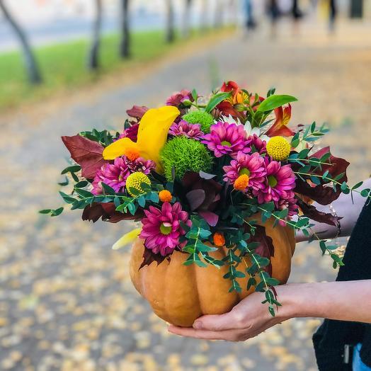 Осенняя тыква с цветами: букеты цветов на заказ Flowwow