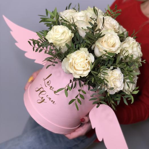 Розы в коробке с крыльями