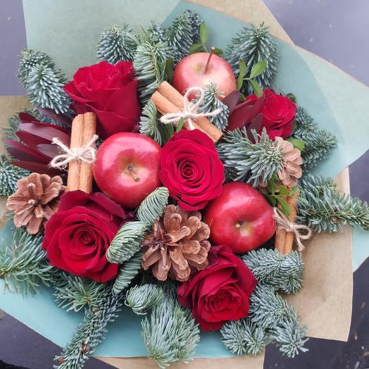 Зимнее настроение с яблоками,корицей и розами: букеты цветов на заказ Flowwow