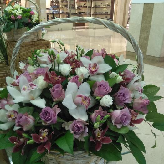 Корзина с орхидеями и розами: букеты цветов на заказ Flowwow