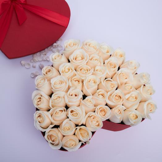 Шляпная коробка сердце: букеты цветов на заказ Flowwow