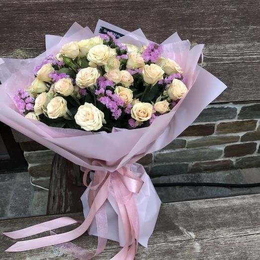 Букет кустовых роз и статица