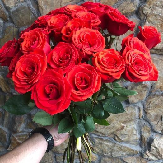 Букет 25 алых роз 60 см: букеты цветов на заказ Flowwow