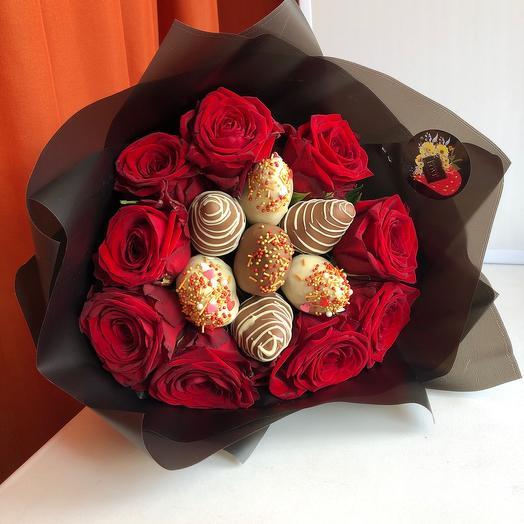 Букет из клубники и Роз: букеты цветов на заказ Flowwow