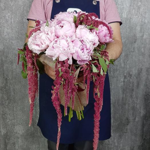 Амарантус и пионы: букеты цветов на заказ Flowwow