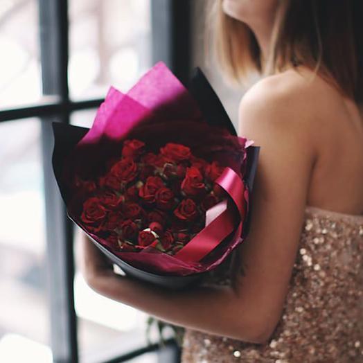 Букет из красных кустовых роз Мирабелла, 9 шт