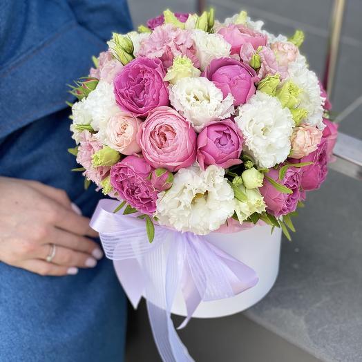 Композиция из кустовой пионовидной розы и эустомы Сладкое послание