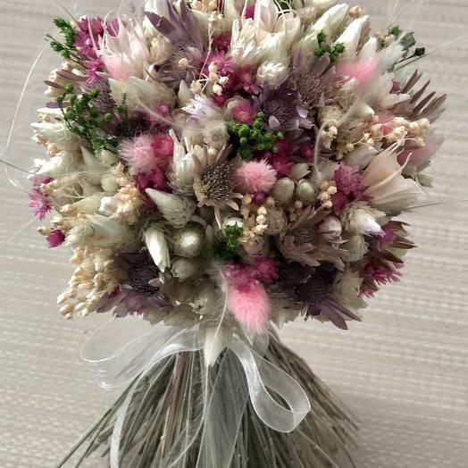 Букетик сухоцветов с розовым лагурусом