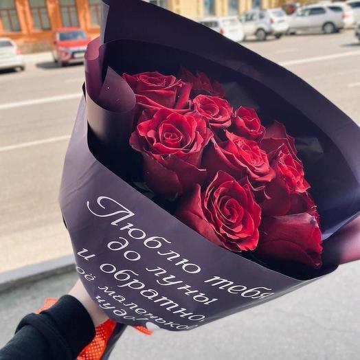 Букет из 11 красных роз с индивидуальной надписью