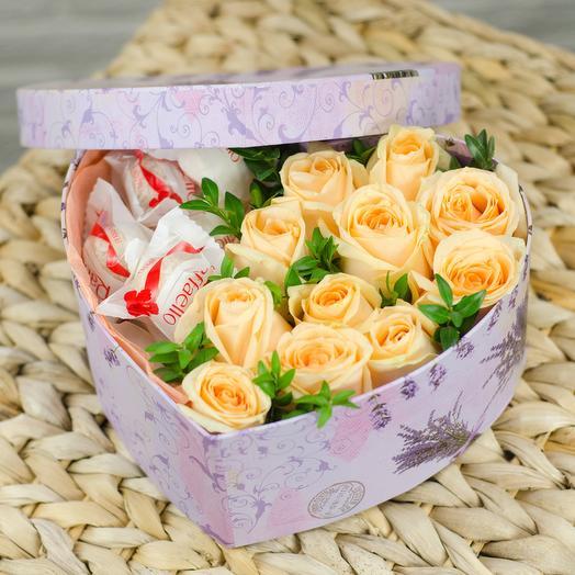 Коробка-сердце с розами и рафаэлло