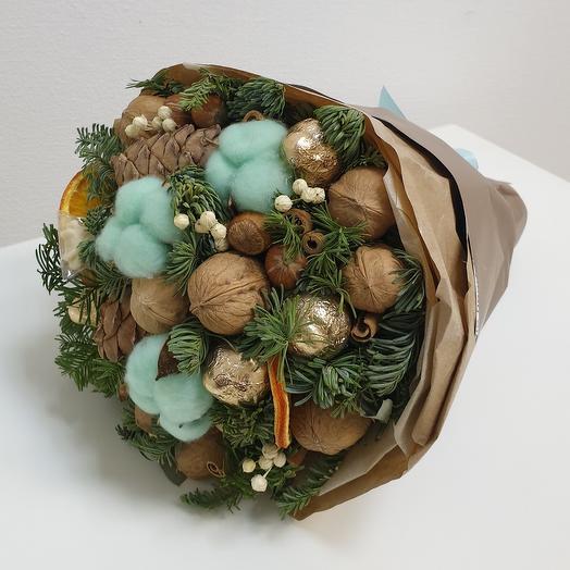 Зимний ореховый букет