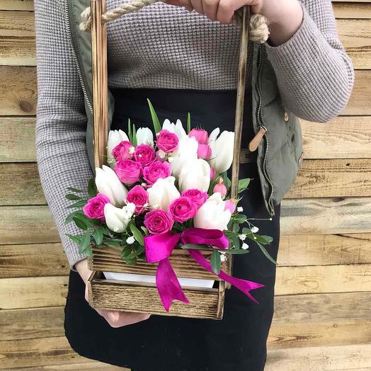 Композиция с белыми тюльпанами