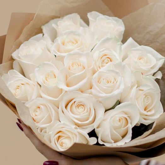 Букет из 15 белых роз (Эквадор) 50 см Vendela