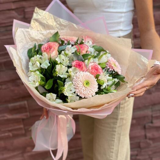 Букет из альстромерий, гербер и роз