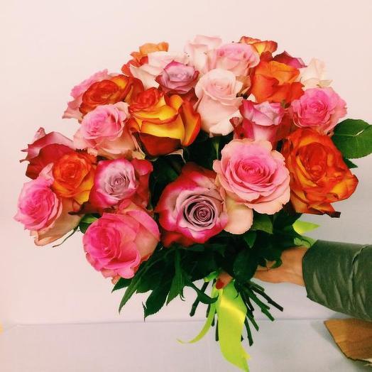 Букет из 25 разноцветных голландских роз 60 см: букеты цветов на заказ Flowwow