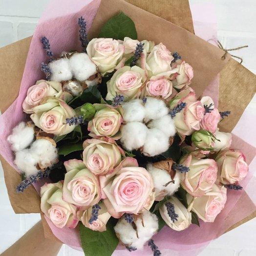 Кустовая роза с хлопком и лавандой: букеты цветов на заказ Flowwow