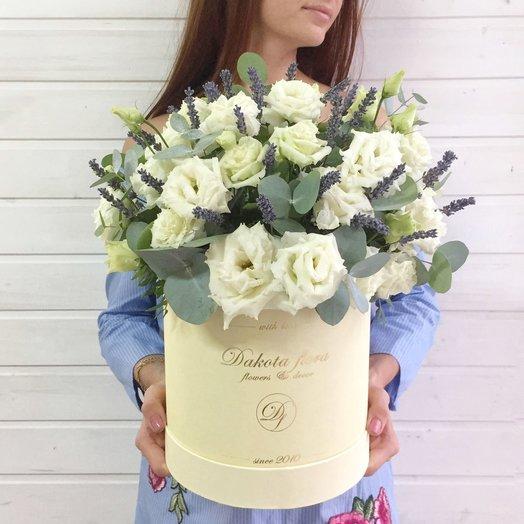 Коробочка с лизиантусом и лавандой: букеты цветов на заказ Flowwow