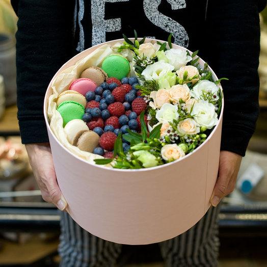 Подарочная коробка Frenchkiss: букеты цветов на заказ Flowwow