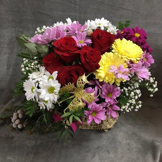 "Корзина с цветами ""Праздничная"": букеты цветов на заказ Flowwow"