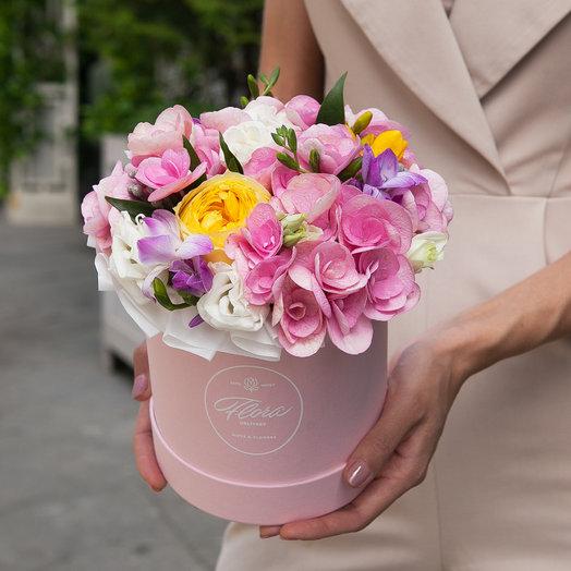 Букет Fort-de-France в шляпной коробке Demi PINK: букеты цветов на заказ Flowwow