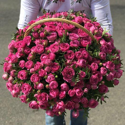 Корзины с цветами. Пионовидные кустовые розы. N221: букеты цветов на заказ Flowwow