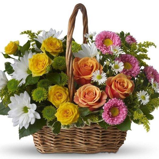 """Корзинка """"Яркое Поздравление"""" из роз, хризантем и зелени. Код 180081: букеты цветов на заказ Flowwow"""